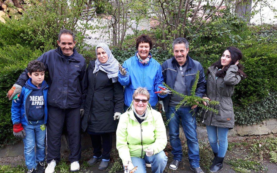 Interkultureller Austausch beim Dorfputz in Büttinghausen