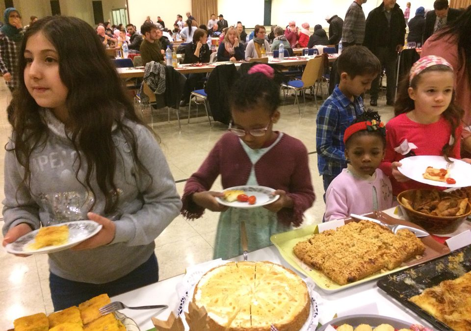 Weihnachtsfeier der Flüchtlingshilfe mit tollem Programm für Kleine und Große