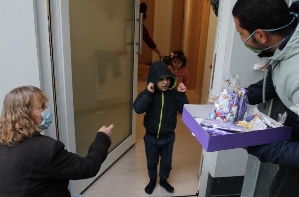 Flüchtlingskinder in Wiehl freuen sich über Nikolaus