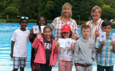 Seepferdchen geschafft! Schwimmkurs für Kinder mit Fluchterfahrung